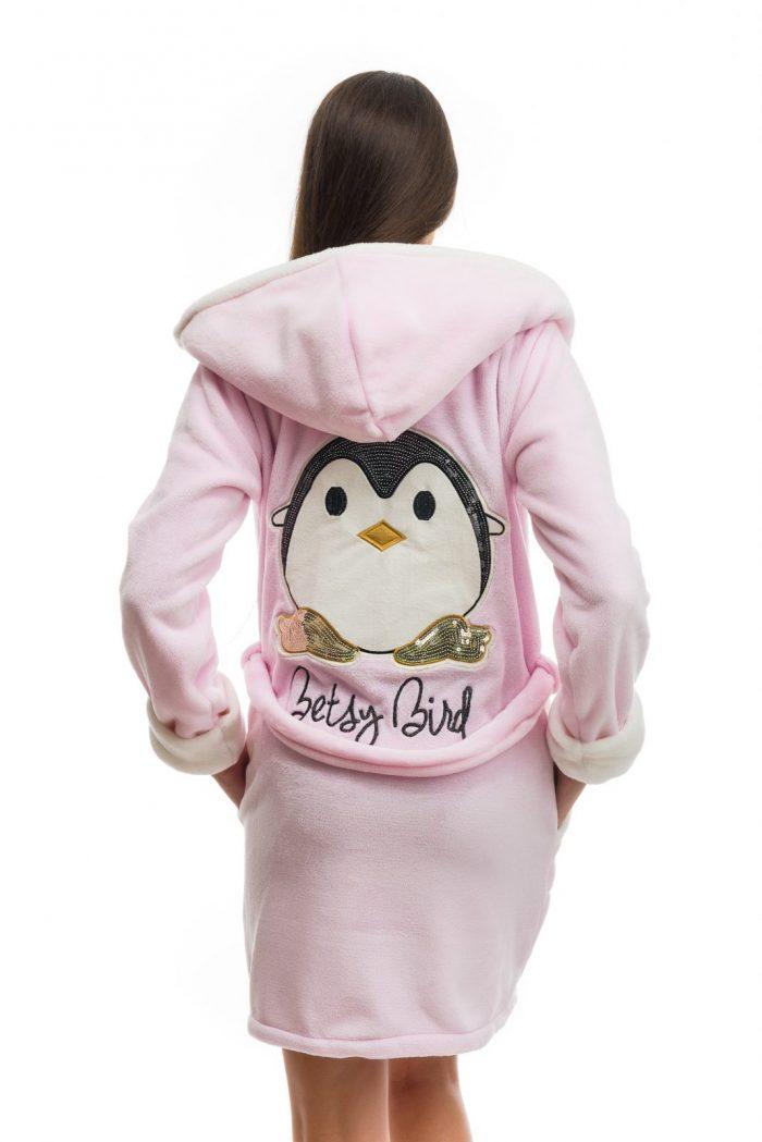 Dámsky ružový župan značky Poppy Lingerie s motívom tučniaka.